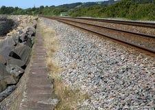 Ligne ferroviaire, chemin côtier de millénaire, Llanelli, sud du pays de Galles image stock