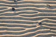 Ligne hors du sable image stock
