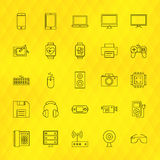 Ligne icônes de dispositifs de technologie réglées au-dessus du fond polygonal Photo libre de droits