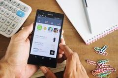 Ligne icônes sur le mobile d'écran divisé Photos stock