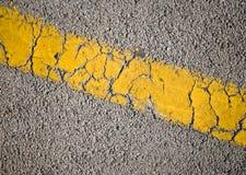 Ligne jaune sur la route goudronnée Photos libres de droits