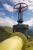 Ligne jaune valves de tuyau de gaz Images stock