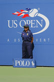 Ligne juge pendant le match à l'US Open 2014 chez Billie Jean King National Tennis Center Images libres de droits