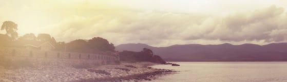 Ligne sombre phare de paysage marin de bannière de mer d'horizon photo libre de droits