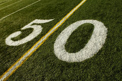 Ligne terrain de football du yard 50 Image stock