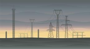 Lignes à haute tension au coucher du soleil Photo stock