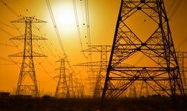 Lignes électriques à haute tension Images libres de droits