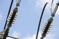 Lignes électriques électriques en ciel Photo libre de droits