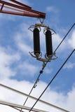 Lignes électriques électriques en ciel Image stock