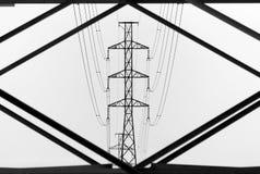 Lignes électriques aériennes d'une vision unique images libres de droits