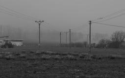 Lignes électriques dans la brume Photographie stock