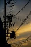 Lignes électriques dans le coucher du soleil Images libres de droits