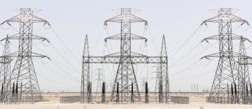 Lignes électriques de câbles à haute tension Image libre de droits