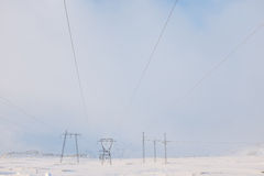 Lignes électriques en hiver Photos stock