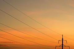 Lignes électriques et poteau Images stock