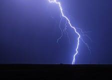 Lignes électriques saisissantes de foudre Photos libres de droits