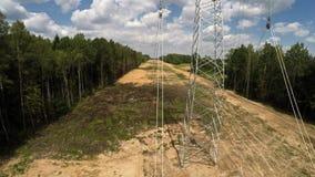 Lignes électriques Transmission d'electricit Installation des pylônes Tension des fils 115 clips vidéos