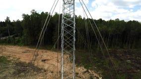 Lignes électriques Transmission d'electricit Installation des pylônes Tension des fils 111 clips vidéos
