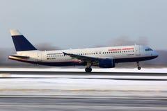 Lignes aériennes Airbus A320 D-AHHC de Hambourg décollant à l'aéroport international de Domodedovo Photo libre de droits