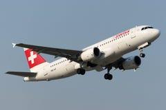 Lignes aériennes Airbus A320-214 d'Int de Suisse de HB-IJF Photo libre de droits