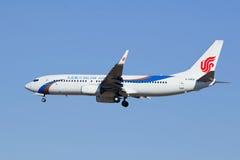 Lignes aériennes B-5850, Boeing 737-800 de Dalian débarquant dans Pékin, Chine Photo libre de droits