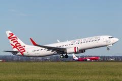 Lignes aériennes Boeing d'Australie de Vierge 737-800 avions décollant de Sydney Airport Photo libre de droits