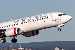 Lignes aériennes Boeing d'Australie de Vierge 737-800 avions décollant de Sydney Airport Photos libres de droits