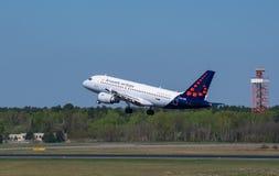 Lignes aériennes de Bruxelles Airbus A319 à l'aéroport de Berlin Tegel Photo libre de droits