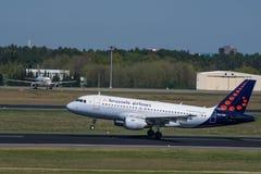 Lignes aériennes de Bruxelles Airbus A319 à l'aéroport de Berlin Tegel Photographie stock libre de droits