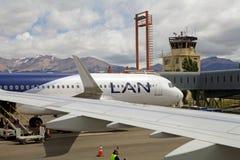 Lignes aériennes de LATAM à l'aéroport de Balmaceda, Chili Image libre de droits