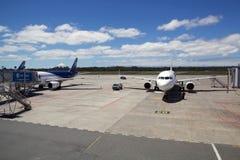 Lignes aériennes de LATAM à l'aéroport de Puerto Montt, Chili Photographie stock