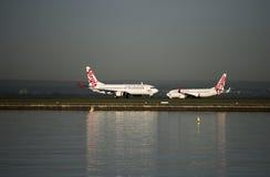 Lignes aériennes de Vierge sur le macadam à l'aéroport de Kingsford-Smith, Sydney Photos libres de droits
