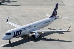 Lignes aériennes Embraer 190-200LR de polonais de SP-LNE Photographie stock