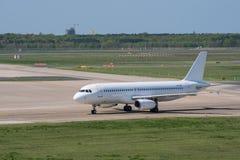 Lignes aériennes Estonie Airbus A320 de SmartLynx à l'aéroport de Berlin Tegel Images stock