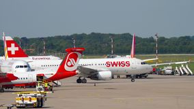 Lignes aériennes internationales SUISSES Airbus A320 avant le départ clips vidéos