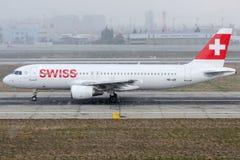 Lignes aériennes internationales suisses de HB-IJR, Airbus A320-214 Image libre de droits