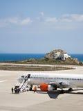 Lignes aériennes scandinaves de SAS chez Santorini Photo libre de droits