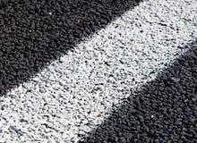 Lignes blanches sur la nouvelle route Image libre de droits