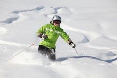 lignes dans la neige de poudre Photos stock