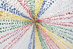 Lignes de divergence avec les fleurs artificielles comme décoration image libre de droits