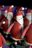 Lignes de Santa drôles à vendre sur une étagère Photos stock
