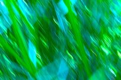 Lignes de tache floue d'herbe avec des verts et des bleus Images stock