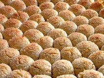 Lignes des biscuits frais Image stock