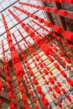Lignes des lanternes rouges Photo stock