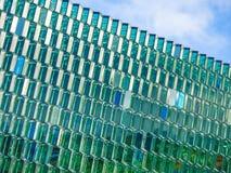 Lignes diagonales et contemporaines de Harpa à Reykjavik Images stock