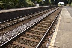 Lignes ferroviaires et plate-forme en Angleterre Images libres de droits