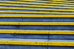 Lignes jaunes escalier Images libres de droits
