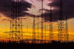 Lignes électriques dans le crépuscule Photo libre de droits