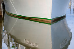 Lignes lisses de l'arc ou de l'avant d'un o profond soigné commercial images libres de droits