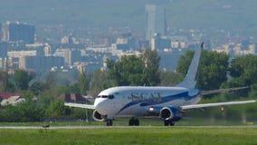 Lignes a?riennes Boeing 737 de SCAT acc?l?rer avant le d?part clips vidéos